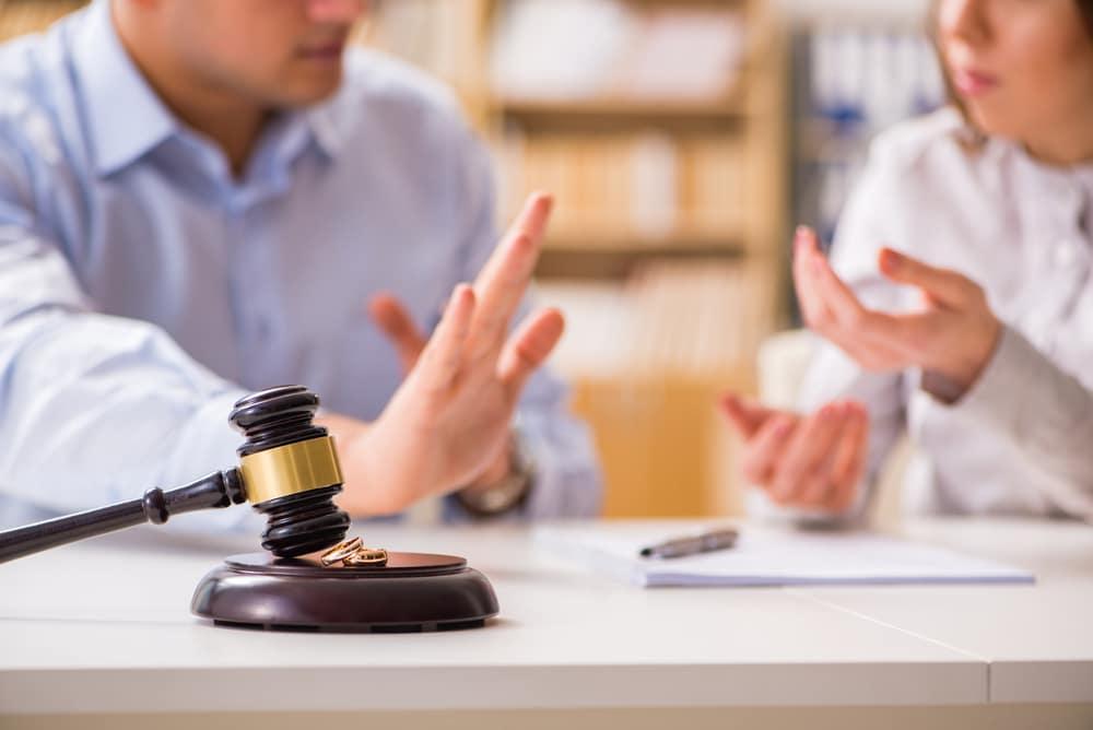Judge,Gavel,Deciding,On,Marriage,Divorce
